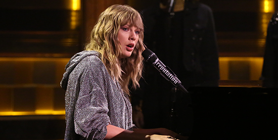 "Taylor performs ""New Year's Day"" on The Tonight Show Starring Jimmy Fallon"