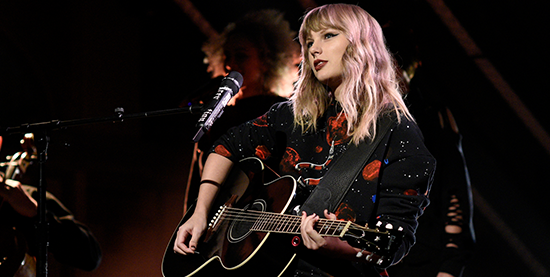 Taylor performs on Saturday Night Live