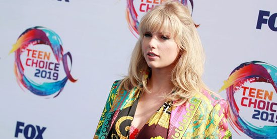 Taylor attends the 2019 Teen Choice Awards & Announces New Single!