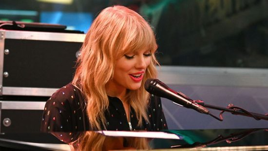 Taylor Performs at SiriusXM's Town Hall Special