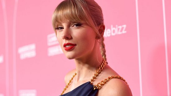 Taylor Accepts Woman of the Decade Award at Billboard's Women In Music